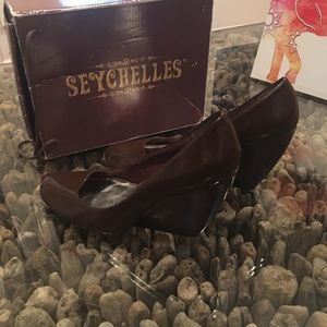 Seychelles - Stroke of Genius wedges. *Fits a 10.5